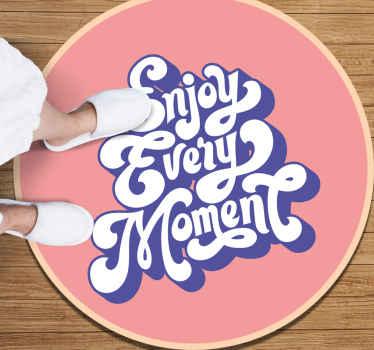 "Alfombra vinilo texto ""disfruta cada momento"" de color rosa ideal para habitación de niñas. Elige las medidas que desees ¡Envío exprés!"