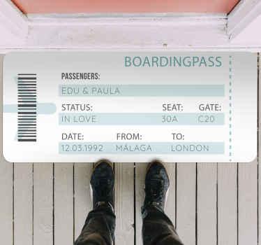 Alfombra vinilo rectangular personalizada de billete de avión.Diseño con colores blanco y azul. Puedes modificar los datos a tu gusto.