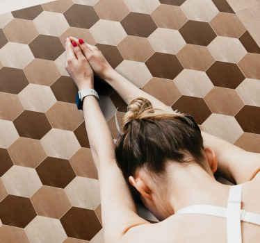 Kuusikulmainen puukuvioinen vinyyli matto, joka sopii olohuoneeseen, makuuhuoneeseen ja muuhun tilaan. Se on alkuperäinen, helppohoitoinen ja allerginen.