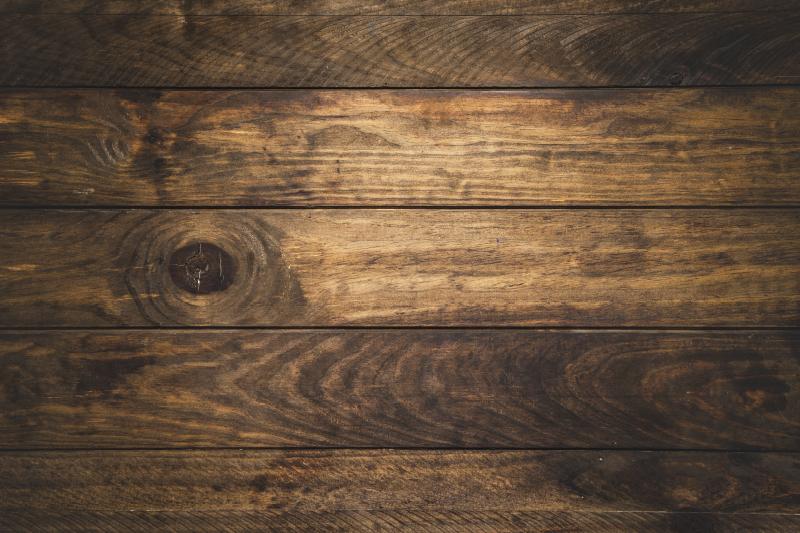 TenVinilo. Alfombra pvc imitación tablones madera. Original alfombra de vinilo textura con imitación de tablones de madera que te permitirá disfrutar de una decoración exclusiva y única.