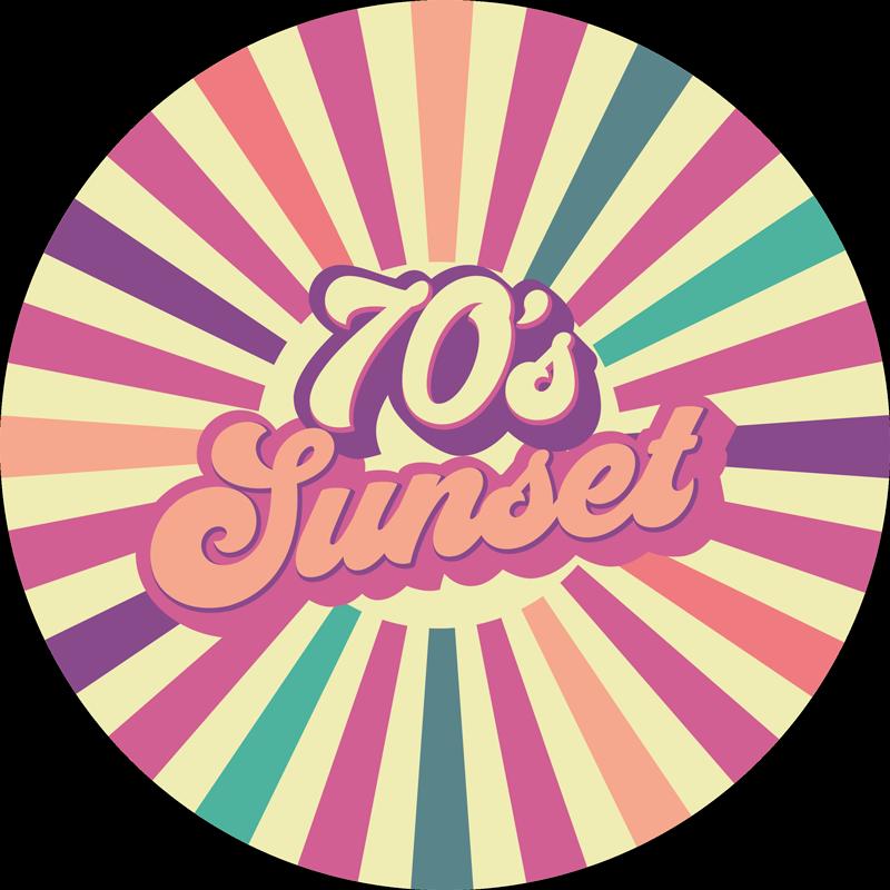 TenStickers. Covor de vinil vintage apus de soare geometric din anii 70. Un covor retro cu dungi colorate de vinil cu textul apusului anilor '70. Forma rotunda! Multe dimensiuni disponibile doar pentru tine! Comandă-l acum.