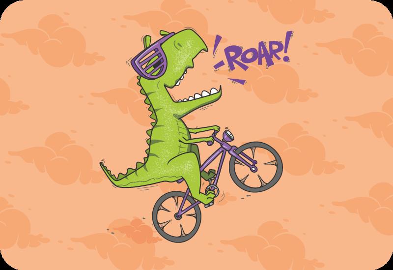 TenStickers. Tappeto in vinile Dinosauro su una bici. Dinosauro in bicicletta tappeto con animali per decorare la cameretta del tuo bambino che raffigura un dinosauro verde in sella a una bicicletta con sfondo marrone e nuvole.