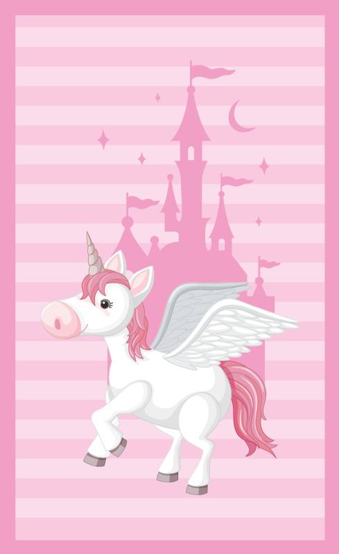TenStickers. 独角兽与公主城堡的孩子们乙烯基地毯. 一个美丽的彩色设计,带有粉红色的图案和独角兽在城堡中的插图,非常适合装饰您女儿的房间。