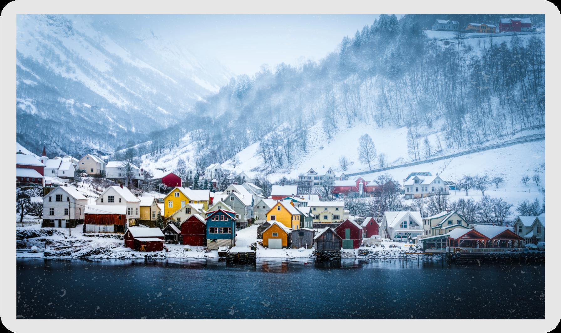 TenVinilo. Alfombra vinílica rectangular fiordo Noruega. Alfombra vinílica rectangular con varias casas de asentamiento ubicadas en un fiordo de Noruega. El tamaño es personalizable y duradero.