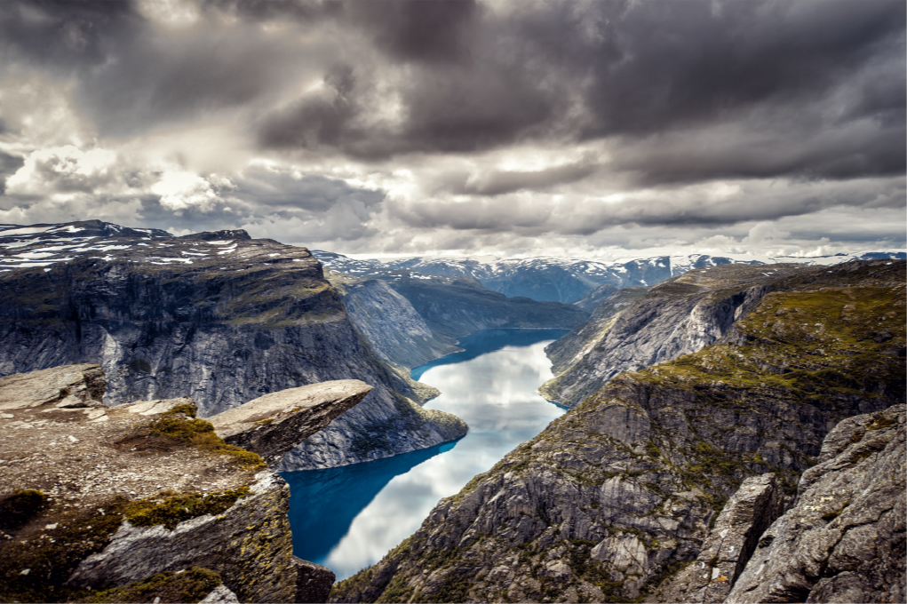 TenStickers. Trolltunga Norway nature carpet. Decorative flooring vinyl carpet  with design illustrating the Trolltunga rock formation in Norway view in grand detail. Available in any  dimension.