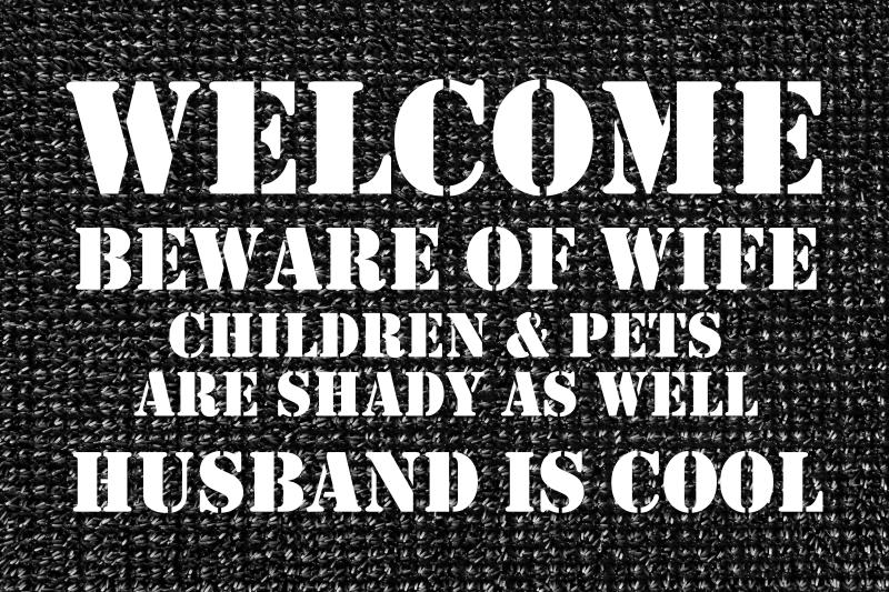 TenStickers. 欢迎垫丈夫很酷的入口大厅地毯. 你想打动你丈夫吗?给他一份精美的礼物,用优质材料制成的令人惊叹的入口大厅瓷砖。现在在线购买!送货上门!
