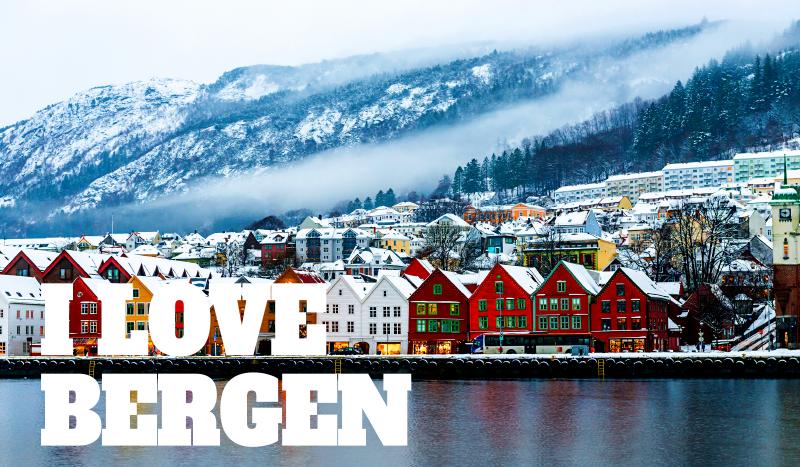 TenVinilo. Alfombra vinilo nórdica amo a Bergen. ¿Amas Bergen? ¿O simplemente buscas un gran diseño? ¡Entonces esta alfombra vinilo nórdica con paisaje nevado de Bergen es para ti!