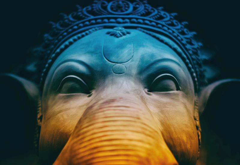 TenStickers. Tapete vinil para gabinete Elefante azul de arte moderna. Arte moderna tapete azul elefante moderno - garantimos a produção de Os nossos tapetes com designs incríveis que combinam com a sua personalidade e estilo.