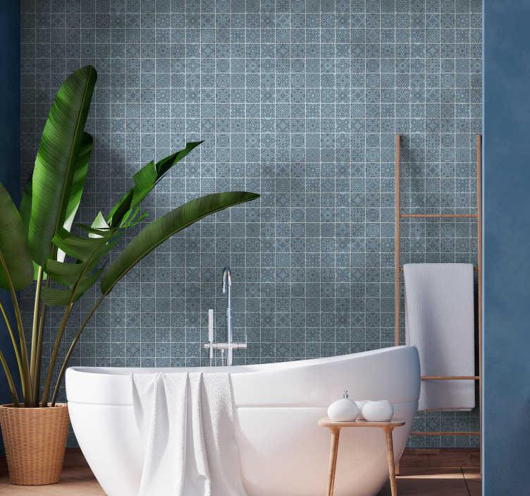 TenVinilo. Papel pared de azulejos azules ornamental. Magnífico papel pintado de azulejos en estilo griego ideal para decorar las paredes de su baño sin tener que gastar mucho dinero. Envío a domicilio