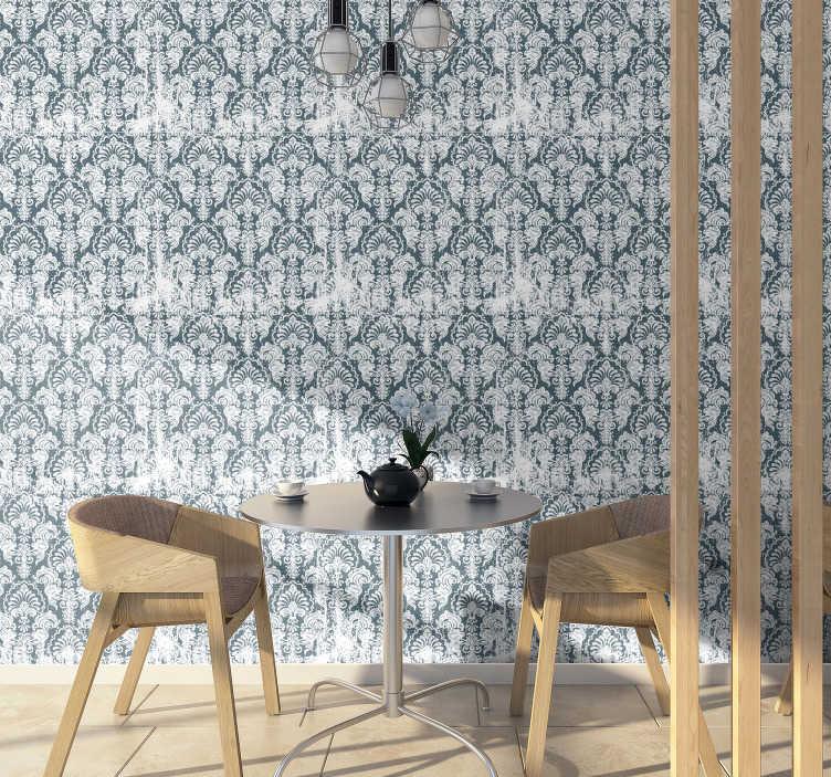 TenVinilo. Papel pared ornamental gris flores vintage. Enamórate de este papel pintado vintage lleno de sutiles adornos en el fondo azulado. Perfecto para tu sala de estar o dormitorio ¡Envío a domicilio!