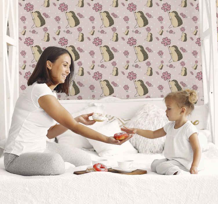 TenVinilo. Papel pared infantil erizo feliz con flor. Papel pintado niña de animales para dormitorio infantil con erizo feliz con flores sobre un fondo rosa. Fácil de aplicar ¡Envío a domicilio!