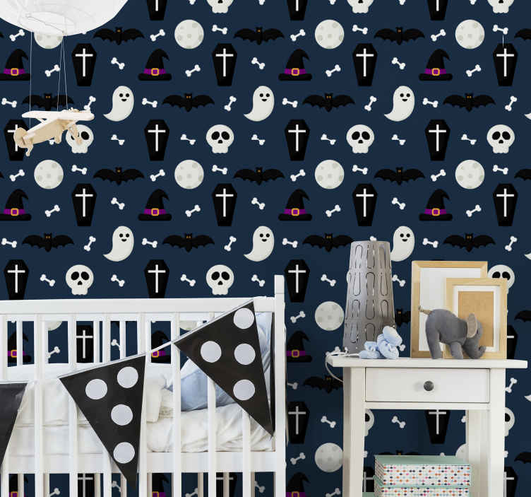 TenStickers. Carta da parati di halloween della bara carina. Simpatico sfondo di halloween per la camera dei bambini. Il disegno contiene piccole bare, ossa, teschi, cappelli da strega e pipistrelli volanti.