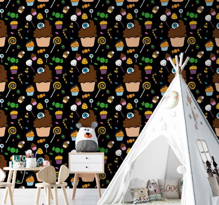 TenStickers. Díszes halloween cupcakes fekete szoba háttérkép. Halloween hálószoba dekoráció gyerekeknek. A design különféle cupcakes- és cukorkadarabokat tartalmaz, amelyek halloweeni alakokat ábrázolnak, mint például sütőtök, szellem stb.