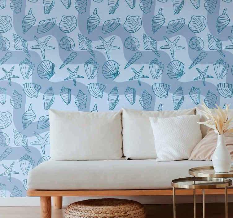 TenStickers. Papier peint salon Motifs de coquillages. Papier peint à sticker de coquille incroyable pour le salon. La conception contient différents types d'impressions de coquillage sur un fond de couleur bleu uni.