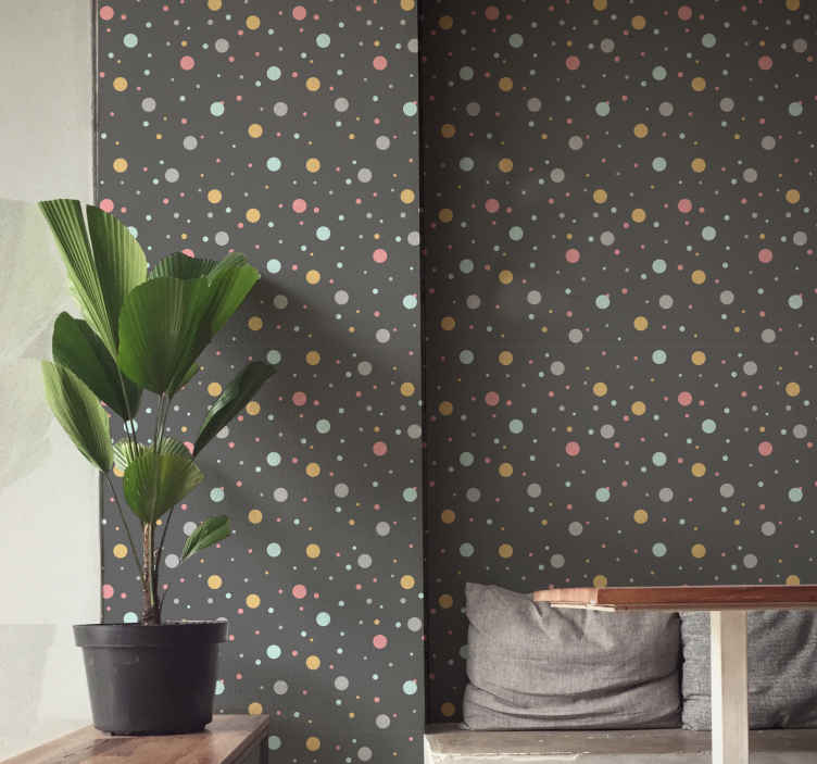 TENSTICKERS. 色付きのドットサークル壁紙. カラフルなドットがたくさん入ったグレーの壁紙で、設置したい場所を楽しく彩ります。割引あり。