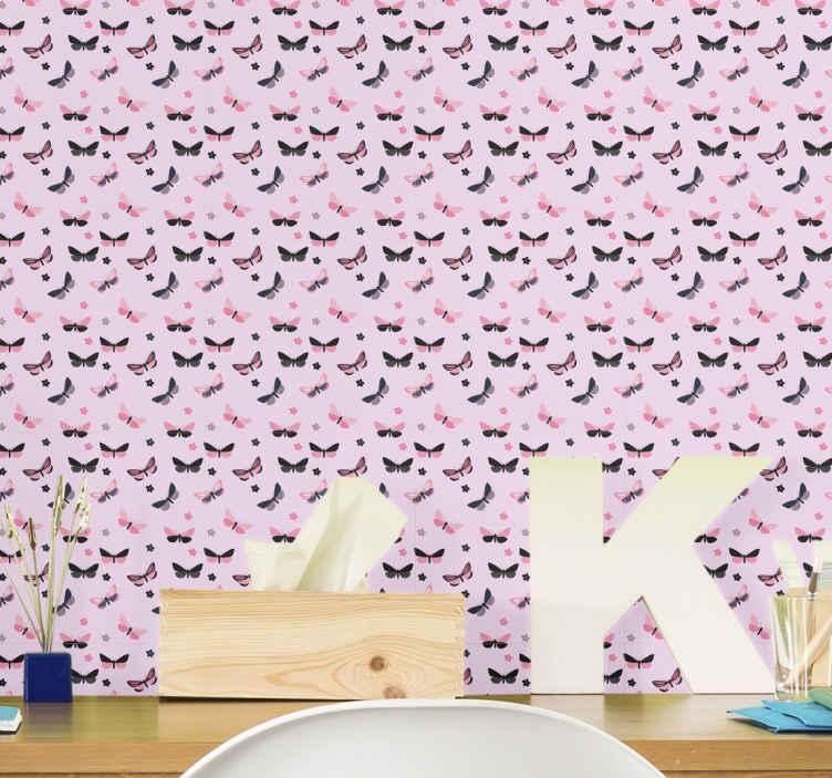 TenStickers.  Papier peint papillons roses et noirs. Décorez facilement les pièces de votre maison avec ce superbe papier peint papillon rose et noir avec fond rose! Commandez-le aujourd'hui!