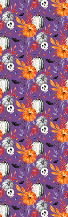 Tenstickers. Lila bakgrund med pumpor orange tapet. Dekorativ halloween tapetdesign med funktionen fladdermöss med orange och grå pumpor design på en lila bakgrund.