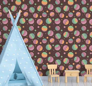 Carta da parati camera da letto per bambini con design di diverse stelle e illustrazioni spaziali su sfondo marrone. Realizzato in materiale durevole.