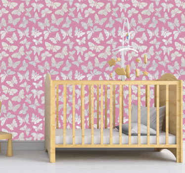 Questa carta da parati con farfalle d'argento su sfondo rosa sarebbe un'ottima scelta per la decorazione della stanza di bambini e adolescenti.