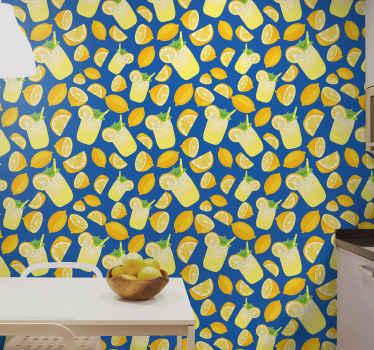 Papel de parede com ilustração de copos de limonada e muitos limões com fundo azul escuro, este projeto vai encher de alegria a cozinha.