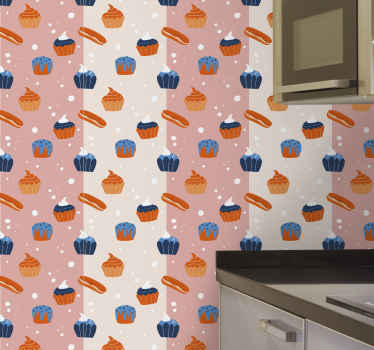 Papel de parede listrado que apresenta um padrão de bolos e pãezinhos gelados em um fundo rosa listrado. Materiais de alta qualidade usados.
