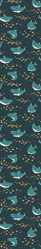 TenStickers. papel de parede animais Tubarões fortes e sorridentes. Papel de parede incrível do quarto para crianças que interessaria às crianças. O produtodo papel de parede ilustra diferentes tubarões nadando no fundo do mar.